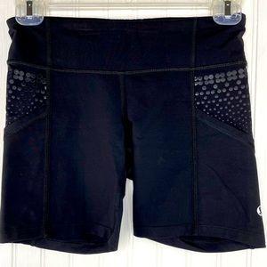Lululemon black bike shorts pockets size 4